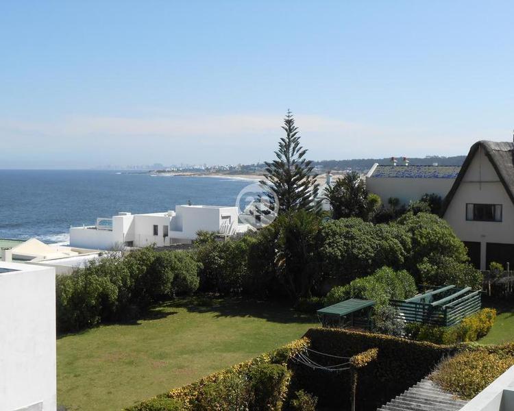 Casa moderna en La Barra Manantiales. Punta For Sale 1283695