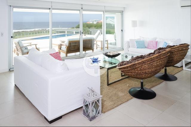 Apartamento frente al mar en La Barra Montoya. Punta For Sale 1298911
