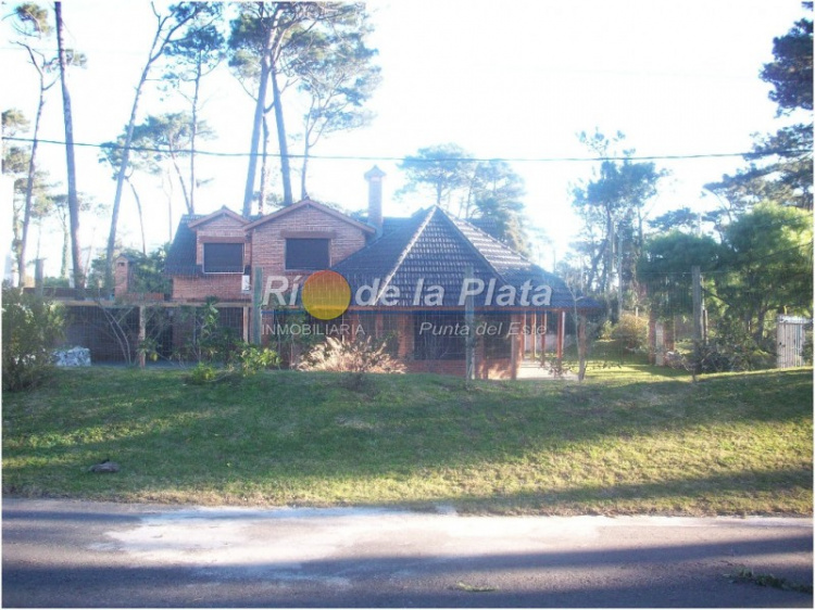 Casa en Punta Del Este. Punta For Sale 1344319
