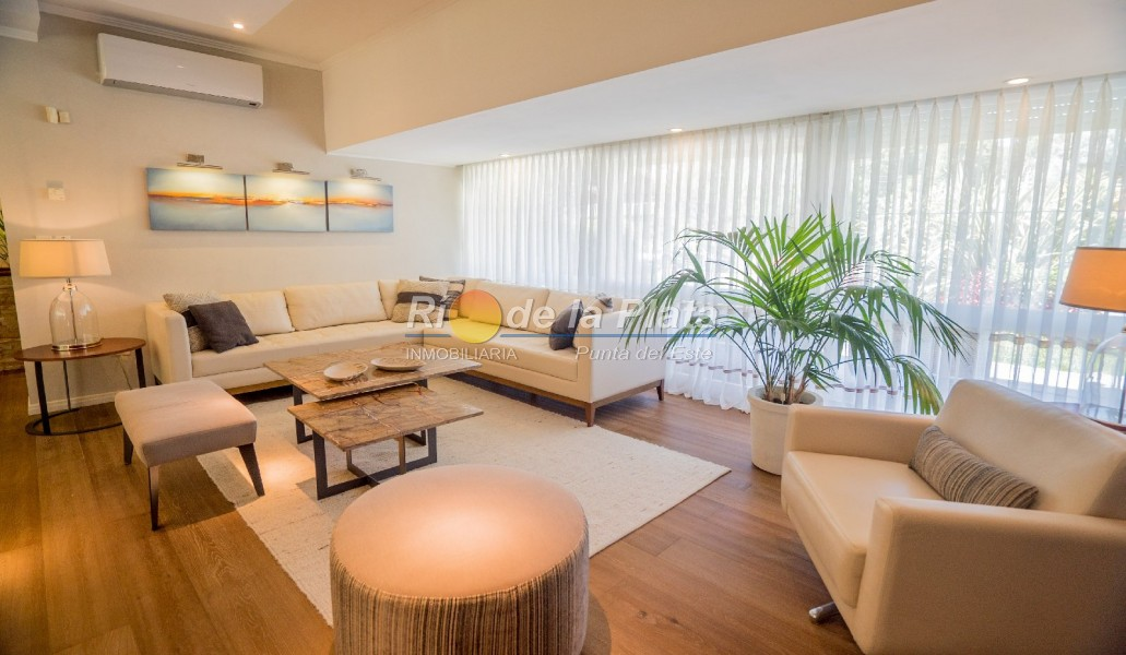 Casa en Punta Del Este. Punta For Sale 1343787