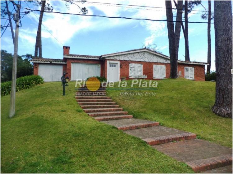 Casa en Punta Del Este. Punta For Sale 1344158