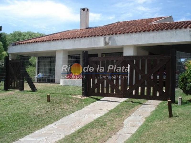 Casa en Punta Del Este. Punta For Sale 1344371