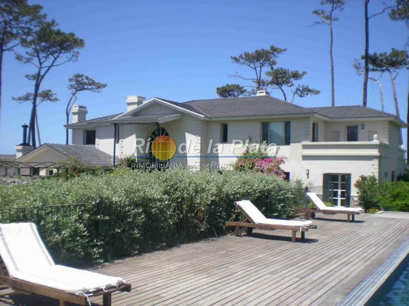Casa en Punta Del Este. Punta For Sale 1343796