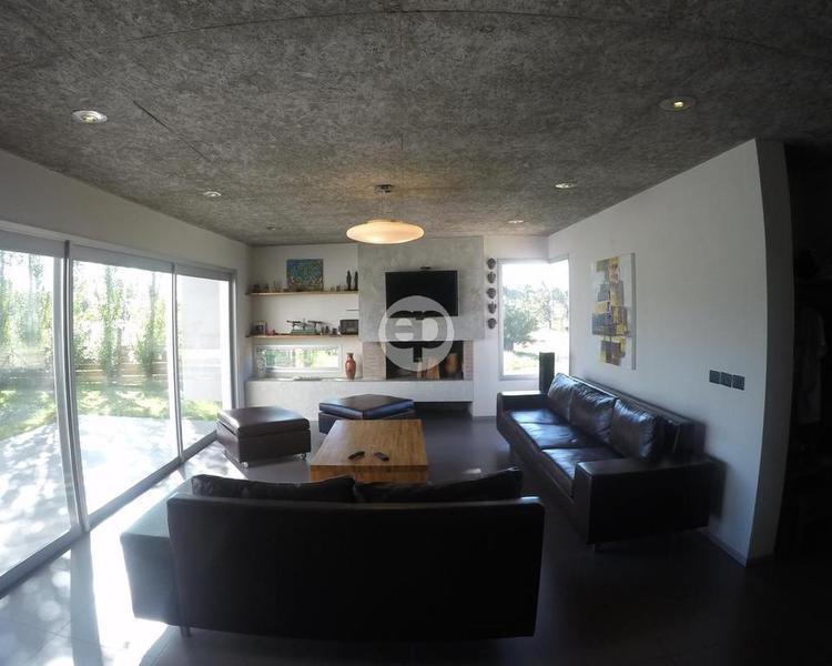 Casa en Punta Del Este Lugano. Punta For Sale 1284085