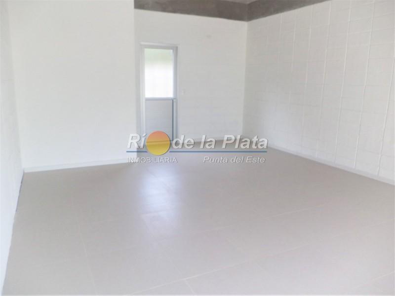 Local en Pinares. Punta For Sale 1345084